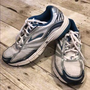 Brooks adrenaline running shoes 7.5